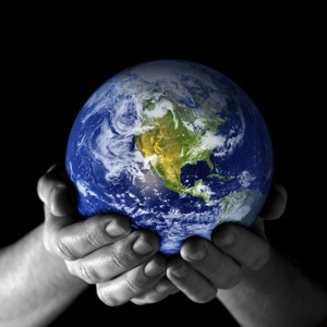 hands_holding_world