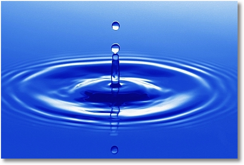water_drop_causing_a_ripple